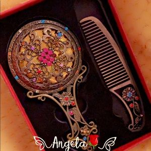 ❤️VINTAGE HANDCRAFTED METAL MIRROR AND COMB SET